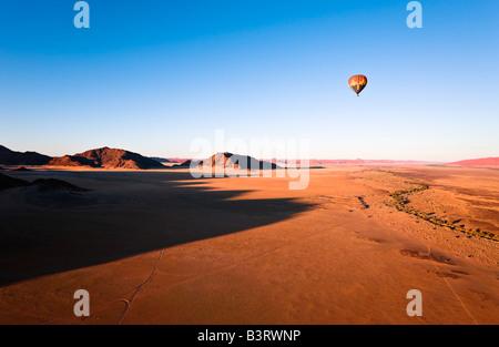 Heißluft-Ballon über Naukluft Park, Namibia, Afrika - Stockfoto