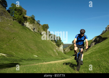 Doug Blane mountain biking Cavedale Castleton in the Peak District National Park Derbyshire UK England GB Great - Stock Photo