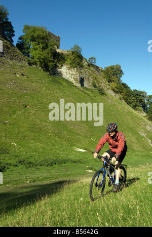 Doug Blane mountain biking Cavedale Castleton in the Peak District National Park Derbyshire UK England GB Great - Stock Photo