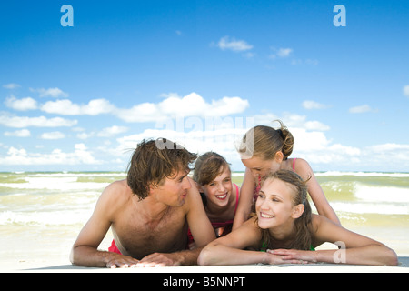 happy family on beach - Stockfoto