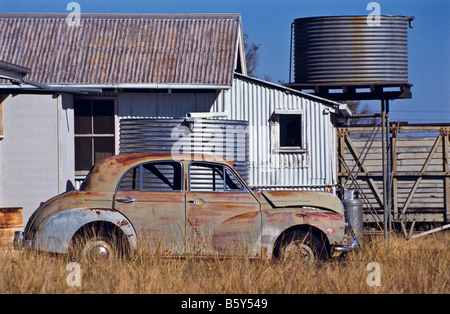 Old car and sheds, outback Australia - Stockfoto