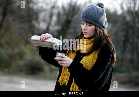 Young Girl drinking Tea - Stockfoto
