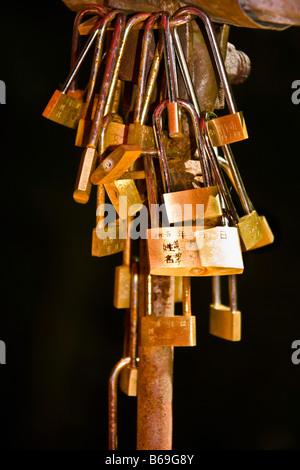 Close-up of padlocks, Emerald Valley, Huangshan, Anhui Province, China - Stockfoto