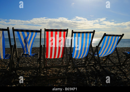 Deckchairs on the pebble beach at at Beer, near Seaton, in Devon, England, UK. - Stockfoto