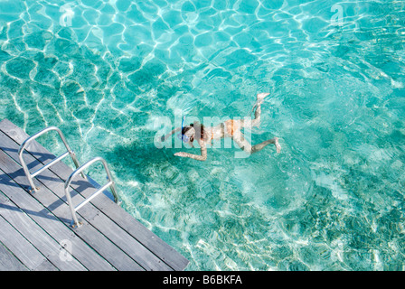 High angle view of woman snorkeling in the sea - Stockfoto