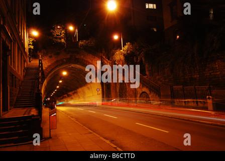 Empty tunnel lit up at night - Stockfoto