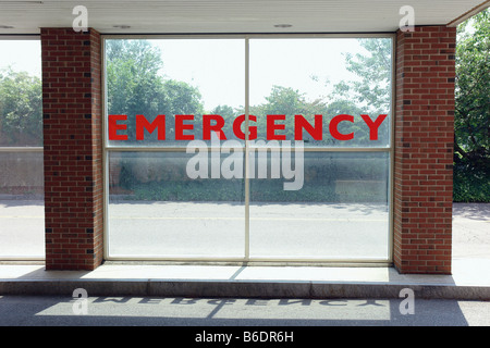 Urban Scene of a Large Glass Wall with the Word EMERGENCY Printed on it in Red Letter Copy Space - Stockfoto