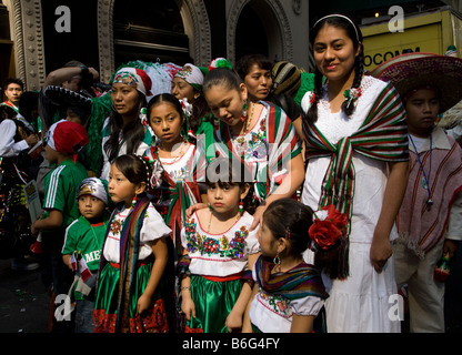 Mexican Day Parade on Madison Avenue in New York City in 2008 - Stockfoto