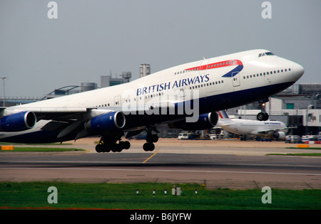 UK, London, Heathrow. Boing 747-400 at take-off at London Heathrow Airport taken from terminal 4. - Stock Photo