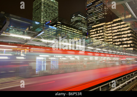 Banking and financial sector buildings at Canary Wharf in London UK from the Docklands Light Railway - Stockfoto