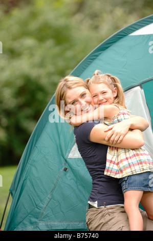 Woman and child hugging in front of tent, Regina, Saskatchewan - Stockfoto