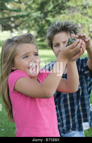 Eight year old boy and six year old girl with turtle, Winnipeg, Canada - Stockfoto
