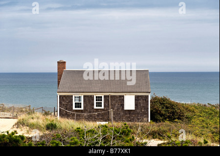 ... Small Cape Cod Cottage Overlooking The Ocean Wellfleet, Cape Cod, MA    Stock Photo
