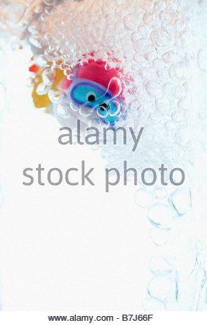 Child's bathtub toy in glass of water - Stockfoto