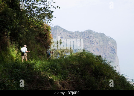 dh Eagle Rock PENHA DE AGUIA MADEIRA Tourist trekkers on hillside path and Eagle Rock - Stock Photo