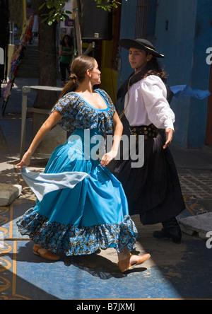 Tango dancers in street cafe in La Boca Buenos Aires Argentina South America - Stockfoto