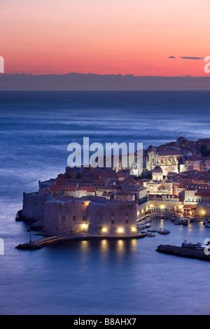 old town harbour dusk Dubrovnik Dalmatia Croatia - Stockfoto