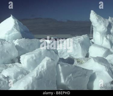 Eine tabellarische Eisberg im malerischen Rossmeer, Antarktis. Antarktis-Eisberg-Farbe. - Stockfoto