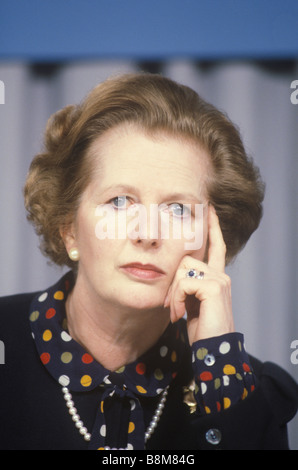 Mrs Thatcher Conservative party election campaign 1983 Midlands UK . Press Conference - Stockfoto