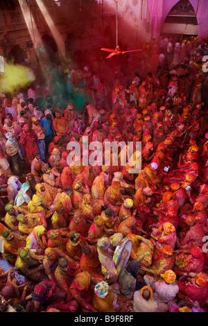 Men from Nandgaon & Barsana sit opposite each in a Samaaj (a community gathering)during the festival of Holi Uttar - Stock Photo