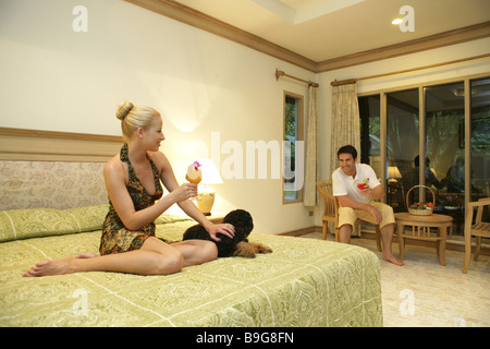 20-30 years 30-40 years Asia bed relationship cocktail cocktail relaxation relaxation celebrations flirt flirting - Stock Photo
