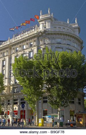 Madrid spain plaza del emperador carlos v statue Best hotels in central madrid