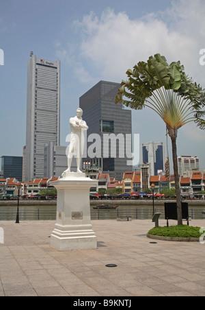 Statue of Sir Thomas Stamford Raffles, Singapore - Stock Photo