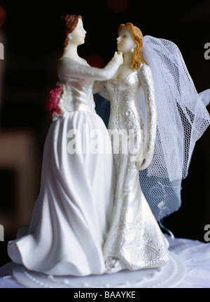 A gay bridal couple on a cake, Sweden. - Stockfoto