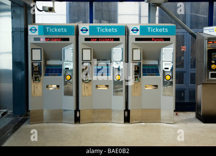 Ticket machines at DLR railway station - Stockfoto
