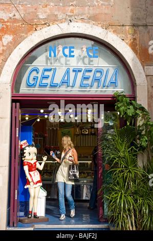 Italy, Lazio, Rome, historical centre listed as World Heritage by UNESCO, Piazza della Rotonda, ice-cream salesman - Stock Photo