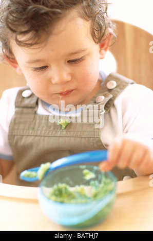 how to teach baby to eat from spoon
