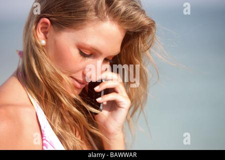 bikini woman on the phone - Stockfoto