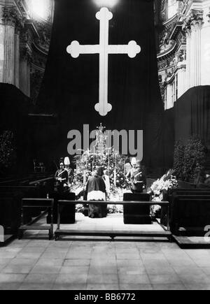 Luitpold, 12.3.1821 - 12.12.1912, Prince Regent of Bavaria 10.6.1886 - 12.12.1912, death, laid out at Theatinerkirche, - Stock Photo