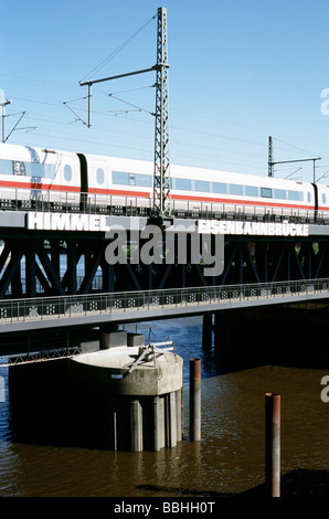 May 29, 2009 - ICE train crossing Oberhafenbrücke upon arrival at Hamburg central station. - Stock Photo