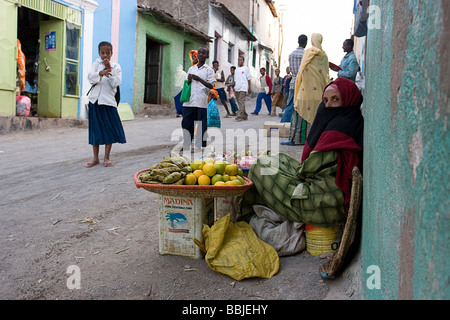 Harar, Ethiopia; Fruit stall in market street - Stockfoto