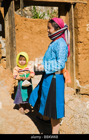 Blue Hmong girl and her child near Quyet Tien along Route 4C in Ha Giang Province - Stock Photo