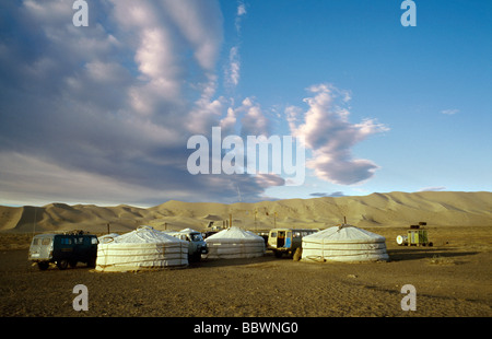 Oct 9, 2006 - Ger camp at the sand dunes of Khongoryn Els in the Gobi desert's Gurvansaikhan National Park in Outer - Stock Photo
