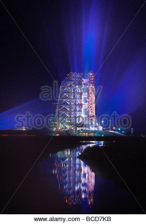 Apollo 11 sits on its launchpad the night before liftoff to the moon. - Stockfoto