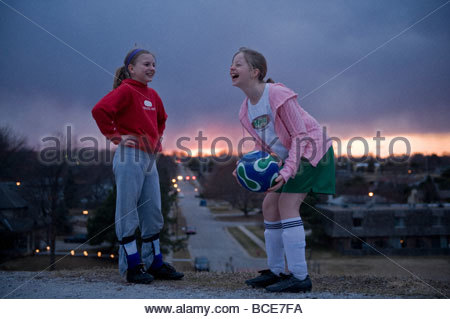 Two young girls watch the sun set. - Stockfoto