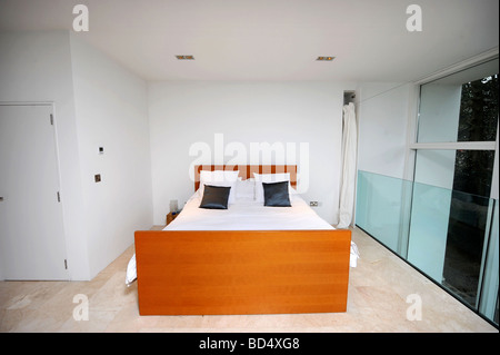 THE MASTER BEDROOM IN THE BLUE HOUSE IN SNEYD PARK BRISTOL AS FEATURED IN CHANNEL FOUR S GRAND DESIGNS UK - Stock Photo