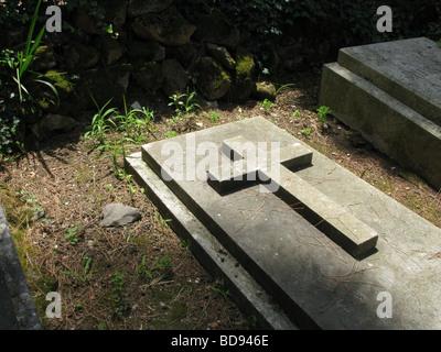 old cross gravestone in protestant cemetery near piramide, rome - Stock Photo