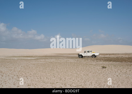 View of a 4-wheel drive truck on a sandy road in the Lençois Maranhenses in Brazil - Stockfoto