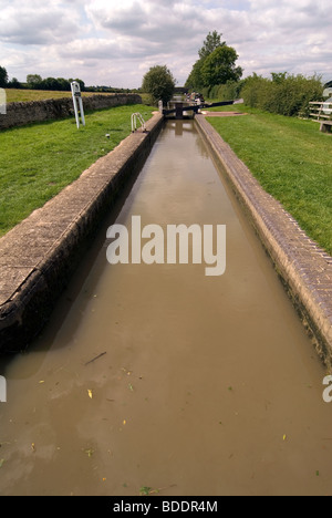 British Waterways Varneys Lock at Cropredy on the South Oxford Canal © Doug Blane - Stock Photo