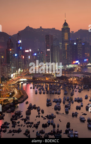 China, Hong Kong, Hong Kong Island, view across harbour to Victoria Peak at sunset. - Stock Photo