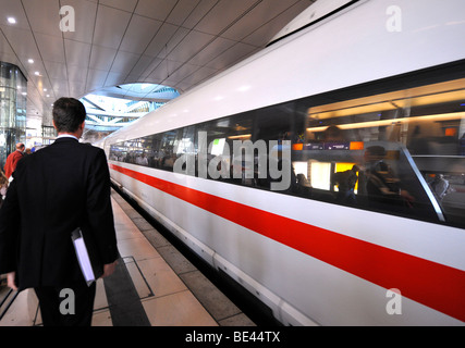 ICE train in the railway station of Frankfurt International Airport, Frankfurt am Main, Hesse, Germany - Stock Photo