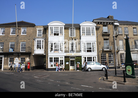 The Swan Hotel and restaurant, and Town Hall in the Market Place, Southwold, Suffolk, England, UK. - Stock Photo