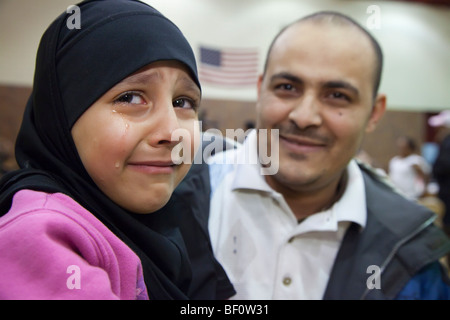Girl cries in anticipation of swine flu vaccination - Stockfoto