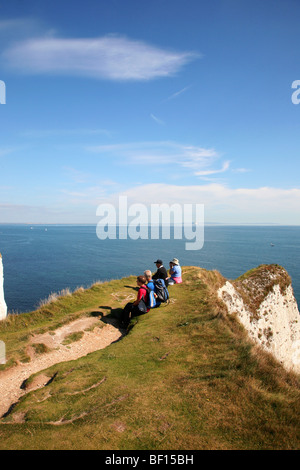 Birdwatchers on cliffs above Old Harry Rocks on Dorset's Jurassic Coast between Swanage and Studland - Stockfoto