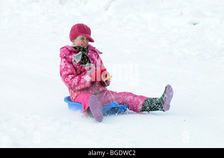 Children sledging and playing in the snow in Scotland. - Stockfoto