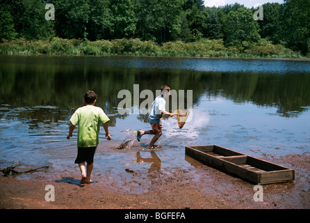 8 year-old twins exploring nature at Watershed Pond. Pennington, New Jersey - Stock Photo